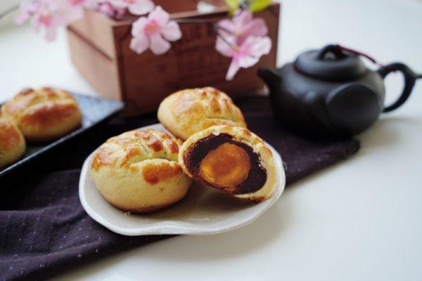 波羅皮蛋黃酥 salted egg pastry with cookie crust machine