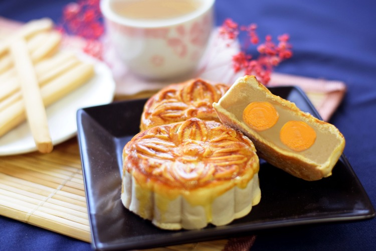 廣式雙黃月餅 double salted egg yolk mooncake machine